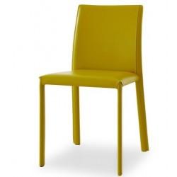 Chaise en cuir IRIS pour la salle a manger.