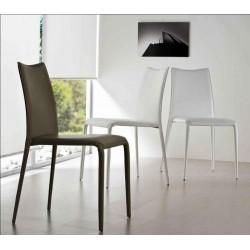 Chaise de salle à manger en cuir MISS par MIDJ.